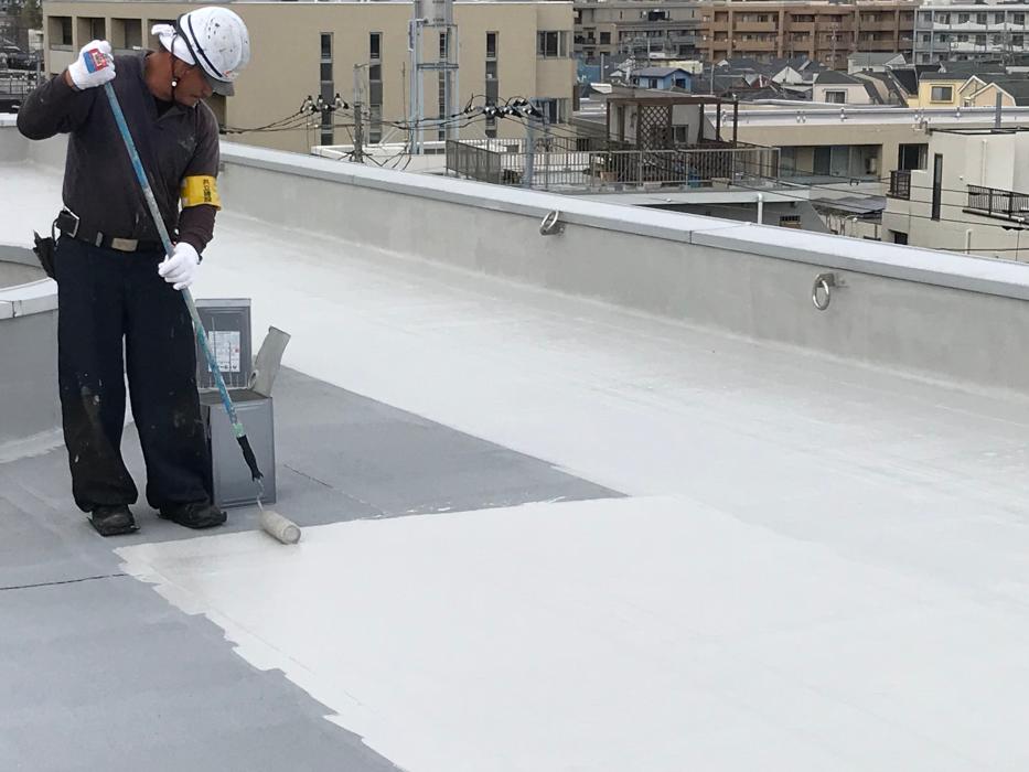 最大約23℃の温度低減効果!アスファルト防水で推奨する遮熱塗料3選